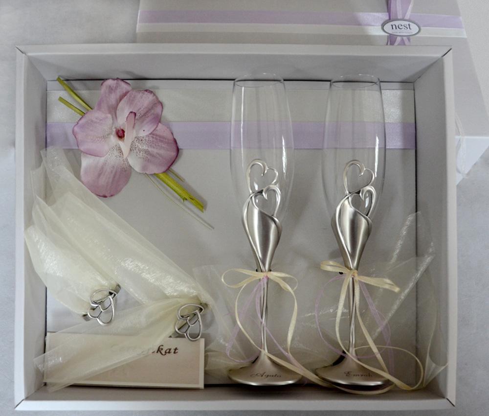 f08bdb347fdf17 Luksusowy prezent ślubny na rocznicę dla pary młodej - kieliszki do  szampana z sercami